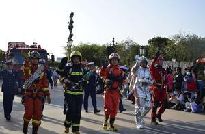 """消防车化身""""迪士尼最靓的仔""""!119消防安全奇妙之旅在上海国际旅游度假区开启"""