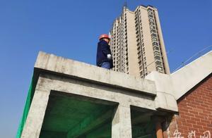 露台上加盖房屋 合肥加侨悦山小区楼顶违建被拆除