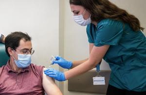 美国辉瑞制药称其新冠疫苗有效性超90%,将很快申请紧急使用授权