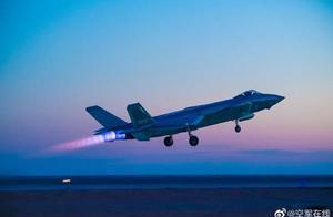 人民空军71岁生日 专家:武器装备和人员素质飞跃发展