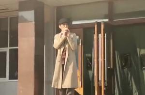 东北师大附中合唱《单身情歌》的第十年,歌手林志炫如约加入