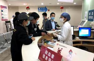 """暖!为了这名""""熊猫血""""患者,长海医院3号楼血站迎来一批特殊志愿者"""
