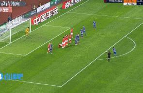 埃德尔任意球折射入网,苏宁1-0领先恒大