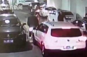 """假警察乱停车还打人 一堆假证中藏了张""""007""""工作证"""