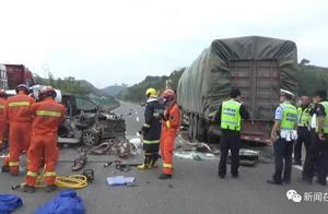 梧州藤县面包车与大货车追尾碰撞,致5死2伤