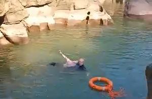 女孩重庆景区落水,61岁英国总领事跳河施救:毫不犹豫跳下河,唯一担心不能成功救助