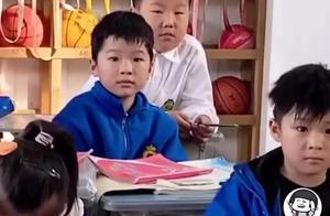 全班为考一百分的同学欢呼!这周期中考后,杭州有老师也做了件很暖的事