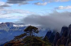 安徽黄山雨后惊现彩虹景观 游客大饱眼福