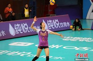 朱婷李盈莹齐砍34分 天津女排3:0打破上海不败金身