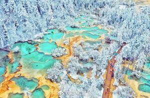 黄龙景区通报游客踩踏钙华景观:钙华沉积年代可上溯三万年,希望游客自觉保护