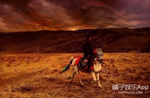 藏族帅哥丁真的小马开直播!腿短外八字只知干饭,马中顶流就这?