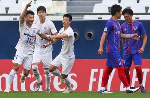 申花16年后亚冠再胜日本球队,于汉超三轮两球赢回尊重