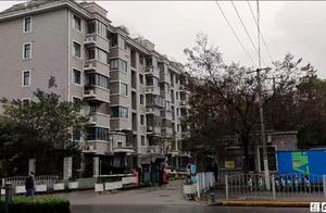上海赠楼下水果摊主300万房产老人家属发声:老人患老年痴呆 家属赶到医院时已被水果摊主抢先接走