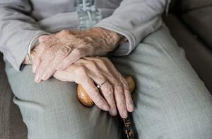 国办发文强调不得拒收现金,切实解决老年人运用智能技术困难