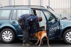 默克尔总理府大门遭汽车撞击 未造成人员伤亡