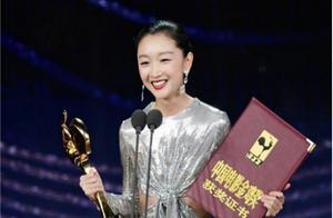 """周冬雨凭借《少年的你》成为第三位金鸡奖、金像奖、金马奖""""三金""""影后"""