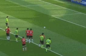 GIF:曹圭成造点并主罚命中,上港0-2落后全北