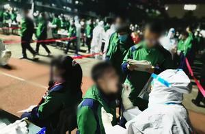 致敬医护人员!两个半小时完成学校近万人核酸检测,成都学生鞠躬感谢