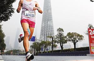 广马昨日开跑,两万跑者参与