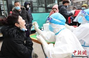 直击大连全员核酸检测现场:市民不惧寒冷排队进行检测
