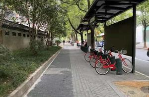 杭州惠民路上有段难走的人行道,最窄地方不过半米,最近变样了