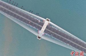 中国首座公铁两用跨海大桥将投入使用