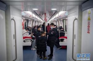 山西首条地铁正式投入运营