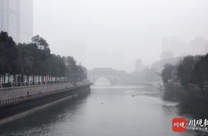 """视频丨成都市区迎来大雾 秒变""""寂静岭"""""""