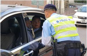 黎智英今再到警署报到,出门遇路障被港警截查