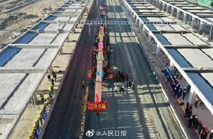 川藏铁路拉萨至林芝段正线全线铺通,拉林铁路明年6月30日通车