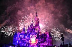 美哭!特别版烟花在上海迪士尼上空绽放,米奇米妮送新年祝福