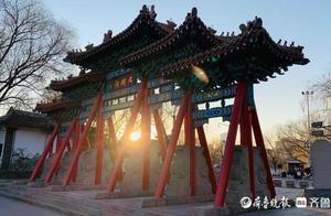 新年第一缕阳光 日出东方!大明湖的新年曙光开启新年新气象
