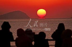 大连:市民迎接2021年第一缕阳光