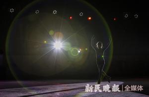 铭记场面丨在超大真冰场上迎冬奥,用光影讲述花滑之美
