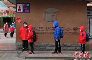 石家庄进入战时状态 探访当地学生上学情况