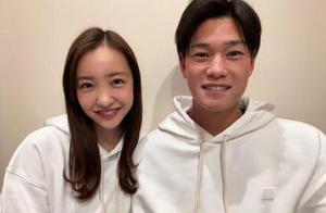 """板野友美与棒球选手高桥奎二发布婚讯 原AKB48""""神7""""此前已有3人结婚"""