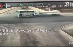 """甘肃天水救护车撞上公交车致1死14伤 律师解读救护车享""""特权""""应满足这俩条件"""
