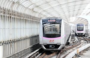 因信号故障北京两条地铁晚点,露天站台大风刺骨乘客喊冷