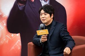 时隔一个月再登上海舞台,郎朗说今年不录太多综艺了,专心练琴、开音乐会