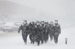 """风雪中的别样""""警""""色"""