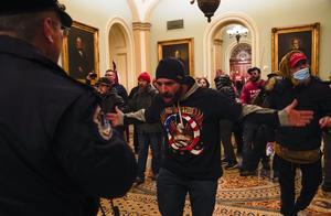 特朗普支持者强闯美国国会大厦 现场有人中枪