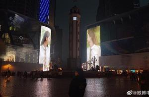 """《流金岁月》的重庆粉丝可以的!刘诗诗倪妮解放碑隔街""""对望"""",你偶遇了么?"""