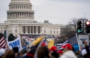 """这不是好莱坞电影,这是华盛顿国会""""疯狂一幕"""""""