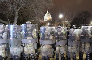 """美军正向华盛顿增派5000兵力 还考虑修改""""使用武力规则"""""""