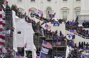 美媒:一名美国国会警察在骚乱中身亡