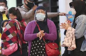1分钟急降1万英尺!载62人客机坠毁 印尼交通部:未按既定航向飞行