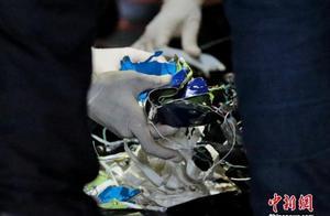 载62人印尼客机坠毁:已确定客机位置 尚未发现人体遗骸