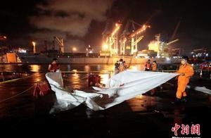 载62人印尼客机坠毁:现场发现部分遇难者遗骸