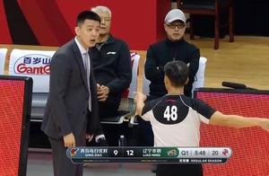 杨鸣赛中被裁判警告 杨鸣:我是教练我站起来都不行?
