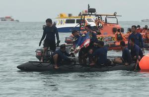 印尼运输委员会:失事客机在撞击后解体